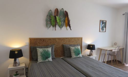 Private room in Sagres Sun Stay with grey sheets